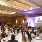 Η ομιλία του κου. Γενικού Διευθυντή του Ελληνογερμανικού Επιμελητηρίου, Δρ. Αθανάσιου Κελέμη  κατά την διάρκεια του επίσημου γεύματος. Στο πρώτο πλάνο το τραπέζι της Mortek.